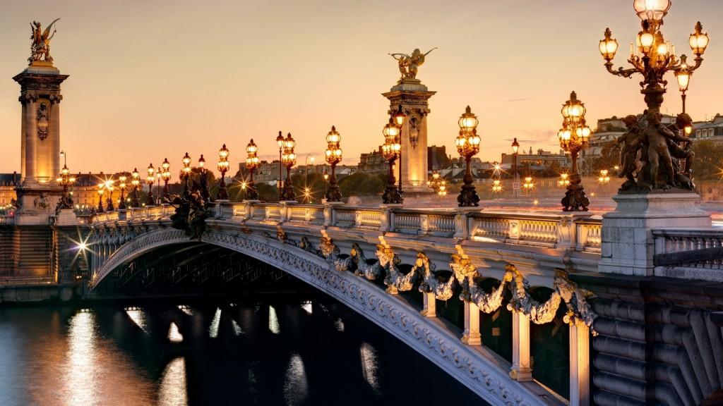 .Lėktuvų bilietai į Paryžių